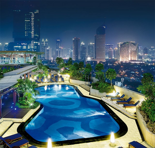 rooftop swimming pool at kid-friendly hotel Kempinski Jakarta