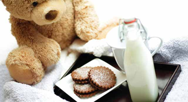 Bedtime milk and cookies for kids at Kid-friendly hotel Four Seasons Hong Kong