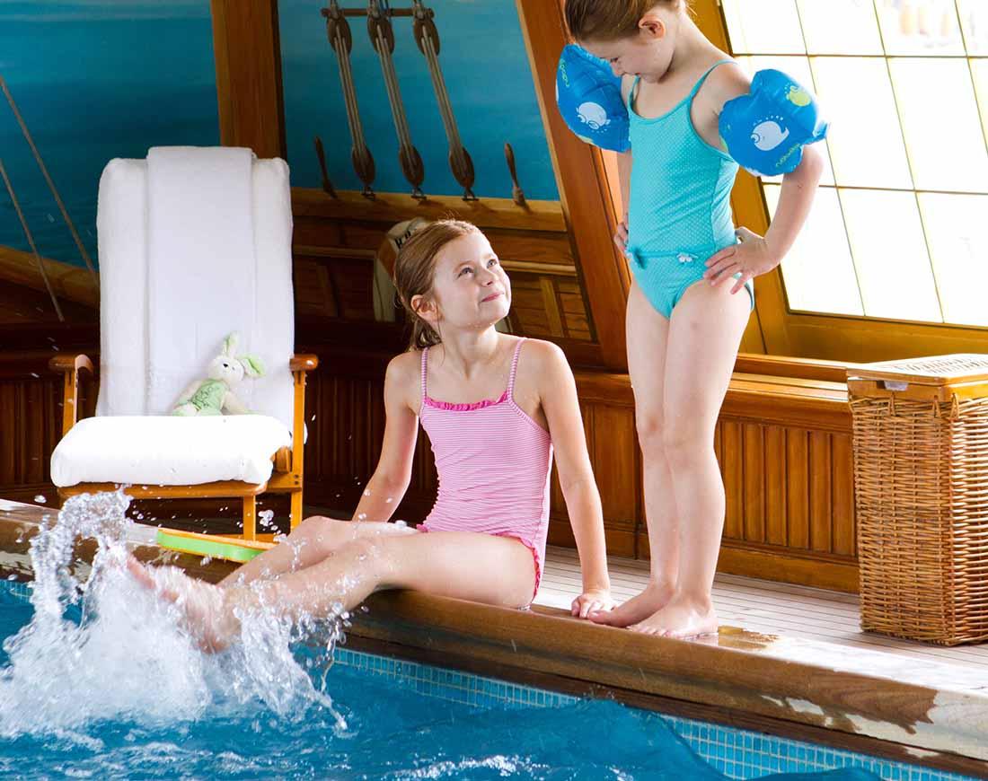 kids having fun at the swimmimg pool at kid friendly hotel le bristol paris