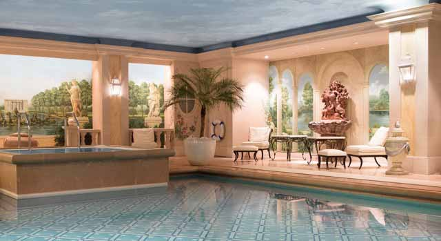 Swimming pool at hotel Four Seasons Paris